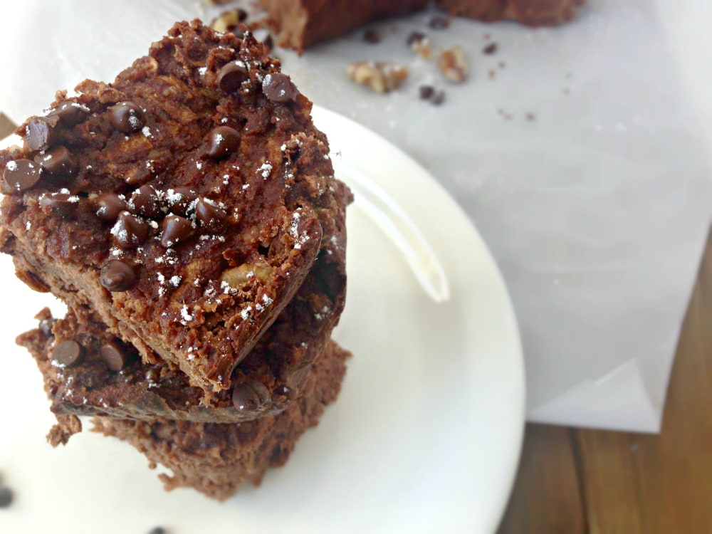Chocolate Apple Walnut Cake recipe. Gluten-free, Paleo, 21DSD friendly. This healthy cake is made with Granny Smith apples, nuts, 100% unsweetened cocoa powder, coconut flour and a few other really good-for-you ingredients that will satisfy that desire for sweetness without really overdoing it on the sugar.