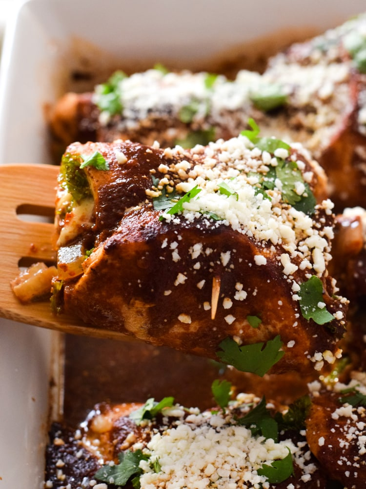Make Your Life A Little Tastier With These Cheesy Chicken Enchilada Roll Ups Covered In An